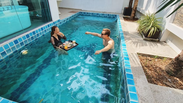 floating breakfast in pool