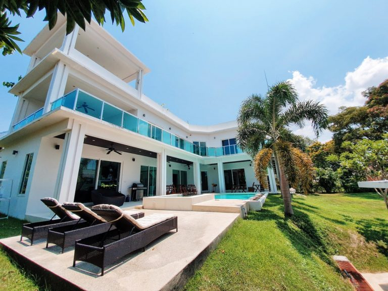 golf-retreat-pool-villa-pattaya-1