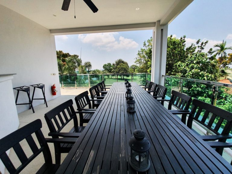 golf-retreat-pool-villa-pattaya-2