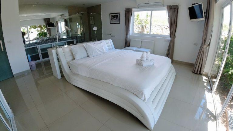 luxury-beachfront-villa-10