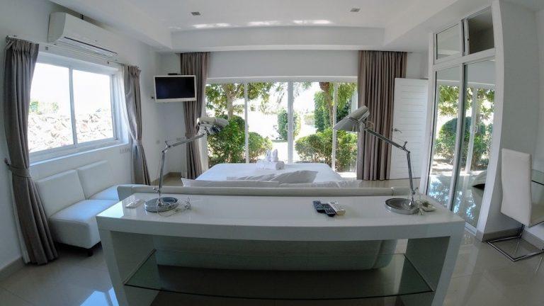 luxury-beachfront-villa-8